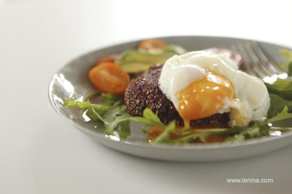 Beetroot Quinoa Burgers Fotor