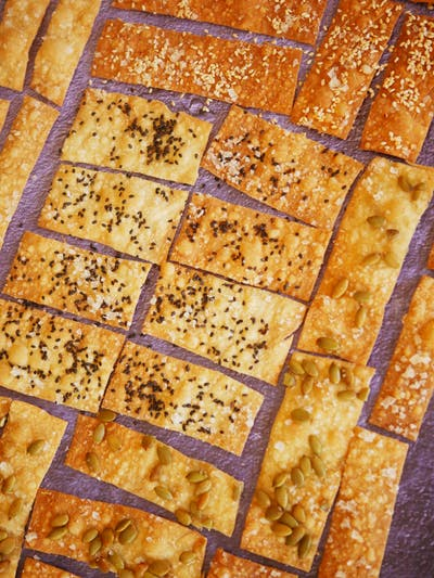 EVOO Wholewheat Crackers with Seeds