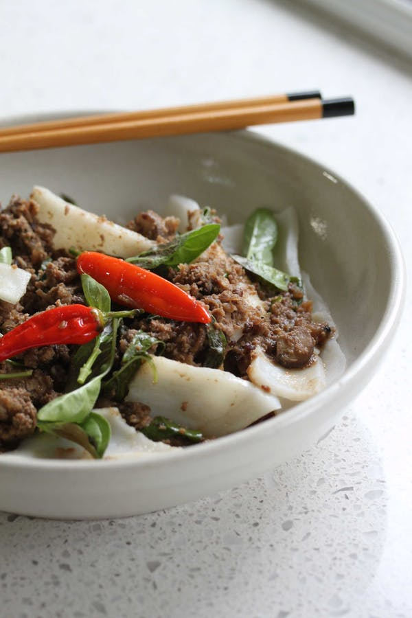 Fresh Rice Noodle With Beef Chilli And Basil