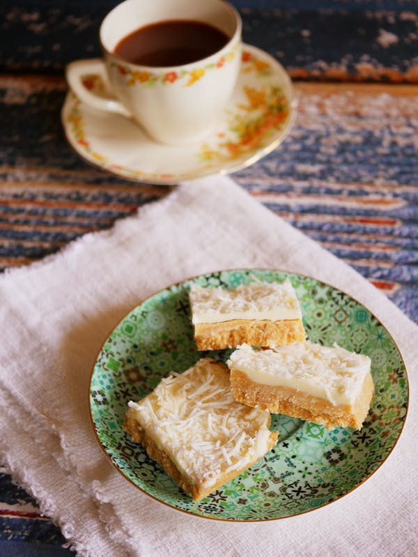 Iced Lemon Coconut Slice P Fotor