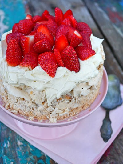Mexican Meringue Cake with Strawberries