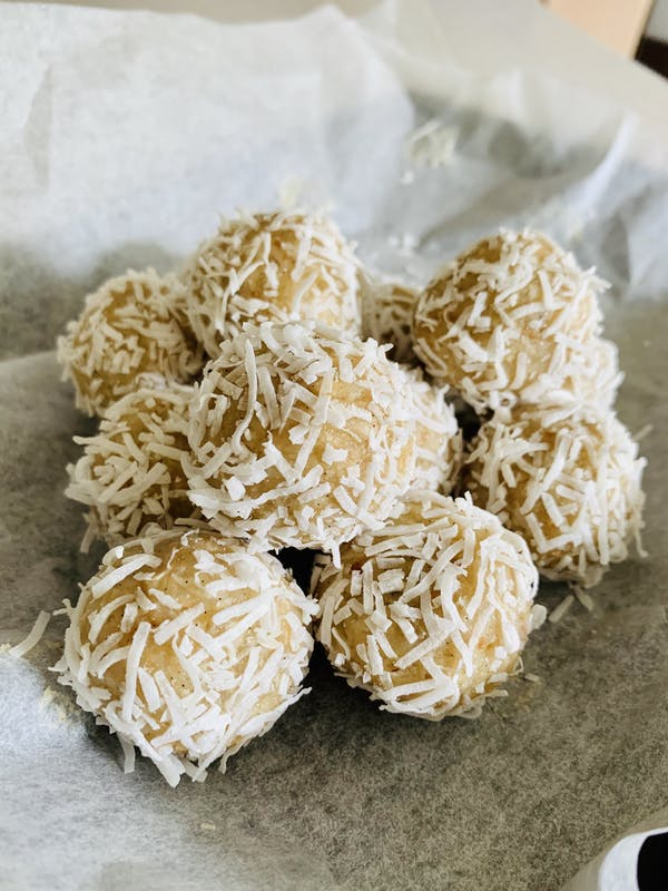 Protein and Coconut Balls P