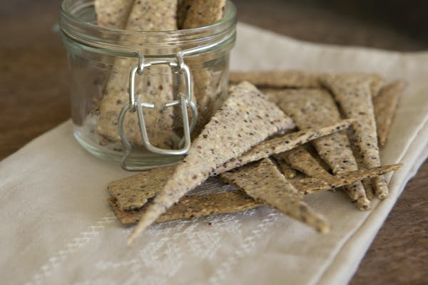 Quinoa And Spelt Crackers 1