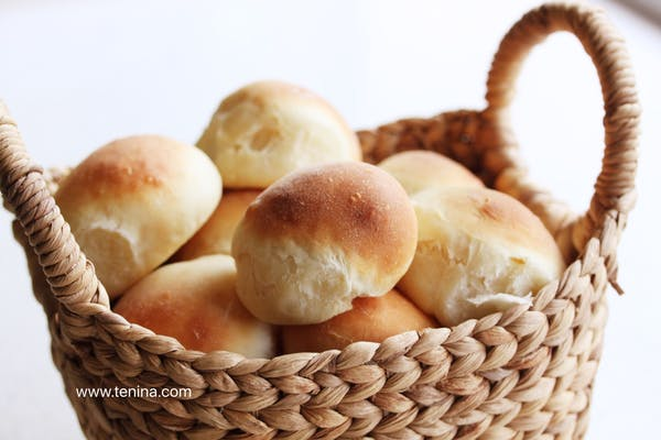 Soft Buttermilk Rolls In Basket Fotor
