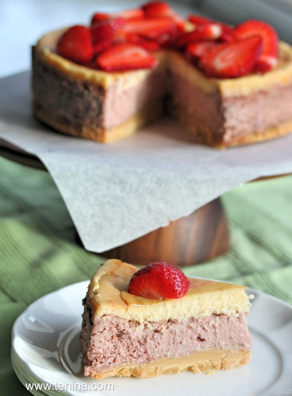 Strawberries-and-Cream-Cheescake