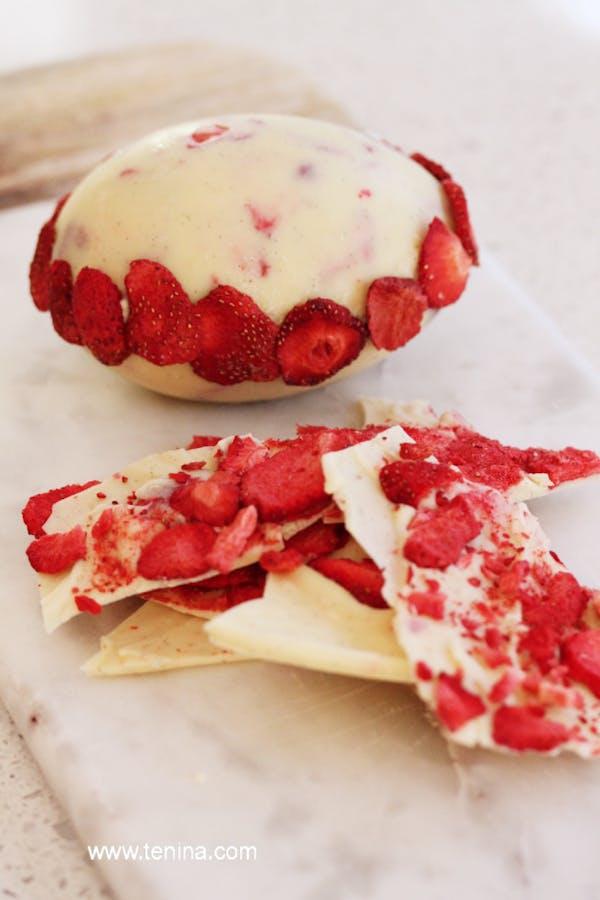 Strawberries And Vanilla White Easter Egg Fotor