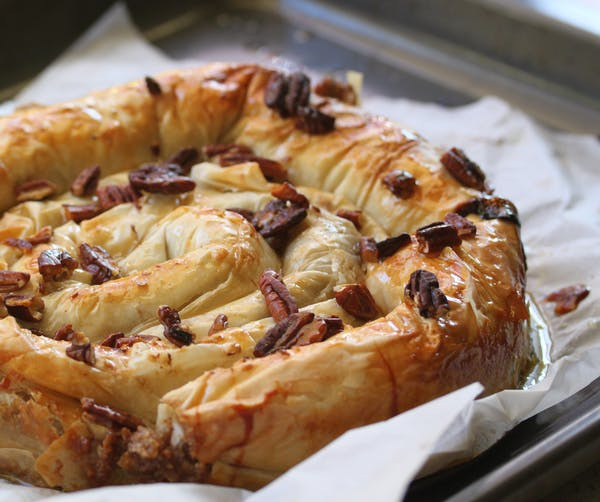 Syrup-Fillo-Snake-Cake